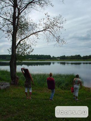 Наше антикварное средство передвижения.  И рванули мы купаться и играть в волейбол аж на другую сторону озера.